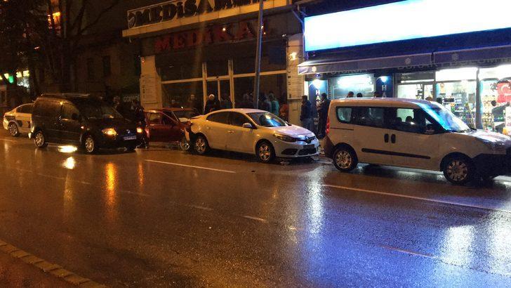 Makas atan otomobil, 3 araca çarptı: 1 yaralı