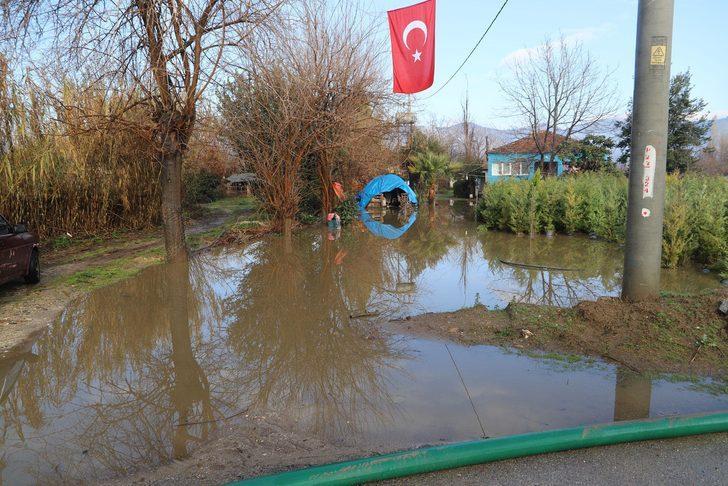 Sağanağın vurduğu İzmir'de hayat normale döndü (2)