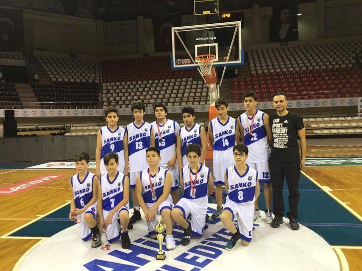 SANKO Okulları Yıldız Erkek Basketbol Takımı il ikincisi oldu