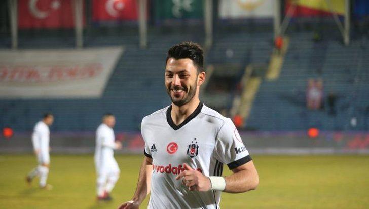- Fenerbahçe'den Tolgay için bize bu konuda tatmin edici bir teklif gelmedi. Tolgay Arslan için 5-6 milyon Euro'luk rakamlar konuşuluyor, o civarda bir teklif gelirse değerlendirebiliriz.