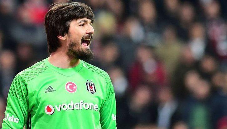 - Tolga Zengin'in kampa alınmaması belki doğru haksızlıktır ama Beşiktaş'a da haksızlık. Kağıt üzerinde baktığımızda en az katkı sunandan başlamamız gerekiyor. Tolga'yı seviyorum ama böyle olması gerekiyor.
