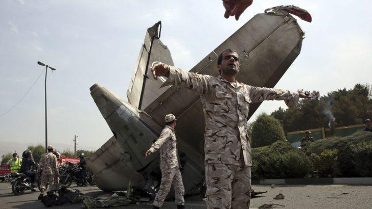 İran'da Askeri Kargo Uçağı İnişte Pistten Çıktı 15 Ölü
