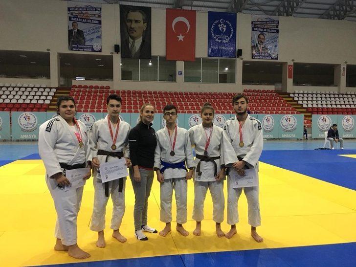 Düzceli Judocular 10 madalya ile döndü