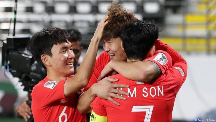 Südkorea zieht ins Achtelfinale ein