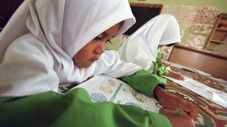 Ders kitapları değiştiriliyor: Kız çocuklarına 'seks ayıp' denmeyecek