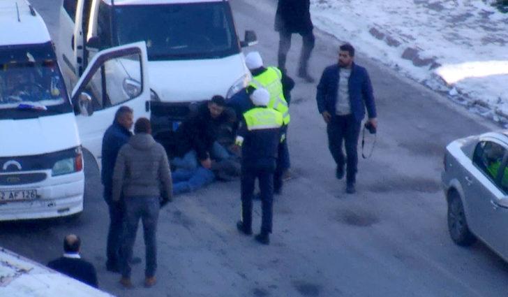 Sivas Haberleri: Polis aracına çarpıp kaçan sürücü, kovalamacayla yakalandı 75