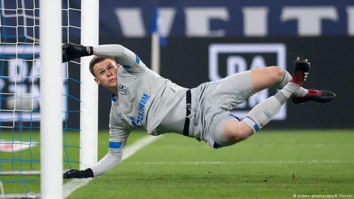 Schalker Torwartwechsel zum Sieg