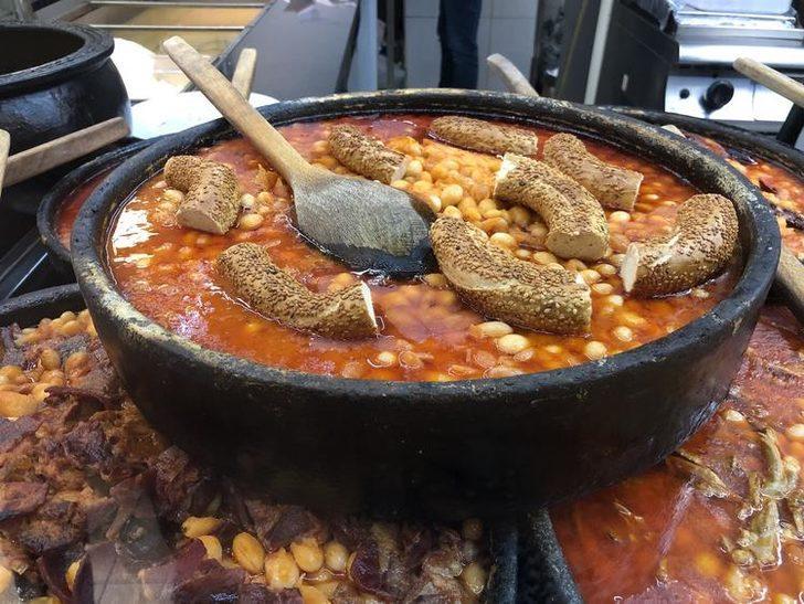 Bu lezzet damak çatlatıyor: Anadolu'daki tüm kuru fasulye tariflerini tek bir dükkanda topladı
