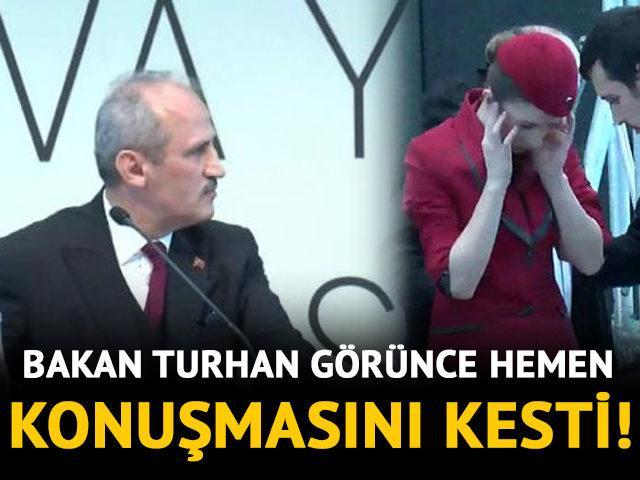 Bakan Turhan konuşurken salondaki hostes fenalık geçirdi