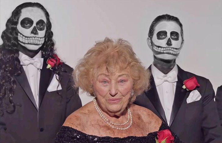 Metal grubunda solistlik yapan büyükanne Inge Ginsberg