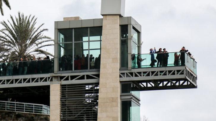 Antalya'da yapıldı! Herkes bu asansöre binmek için yarışıyor