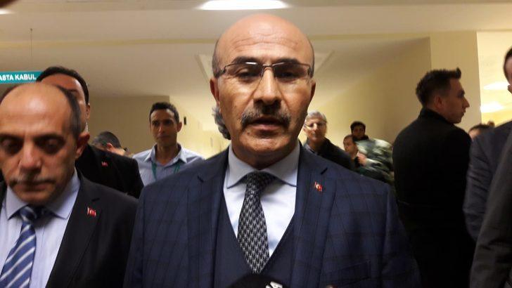 AK Parti Seyhan adayı Fikret Yeni, bacağından bıçaklandı (2)