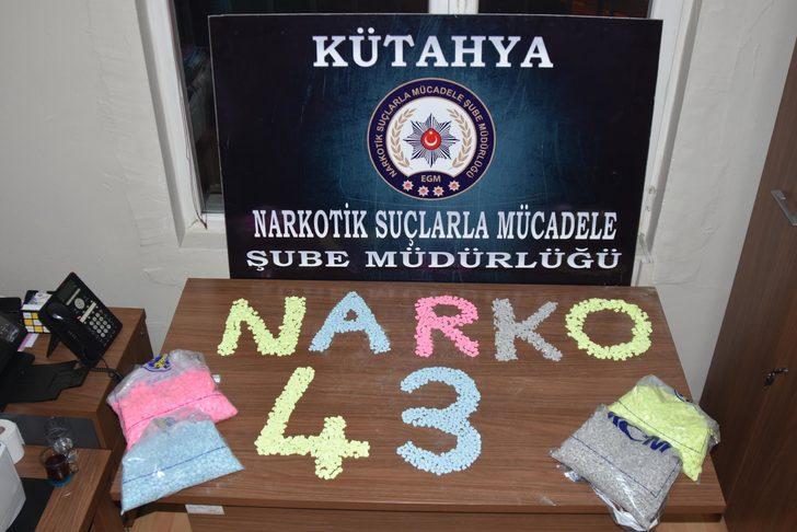 Kütahya'da 5 bin 200'ü tabanca şeklinde, 20 bin uyuşturucu hap ele geçti