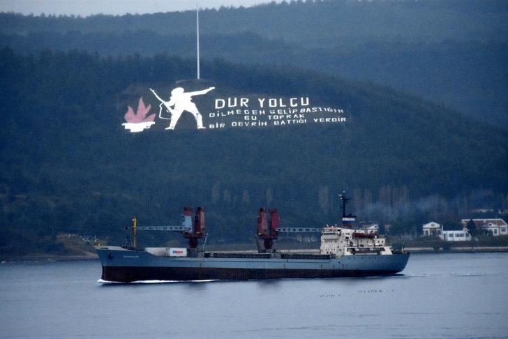 Rus askeri kargo gemisi, Çanakkale Boğazı'ndan geçti