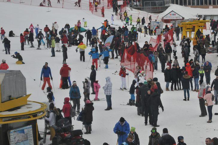 5 bin üniversite öğrencisi, Winterfest- 2019 için Uludağ'a akın etti - Yeniden