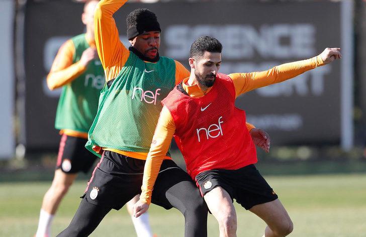 Galatasaray'da Emre Akbaba takımla çalışmalara başladı