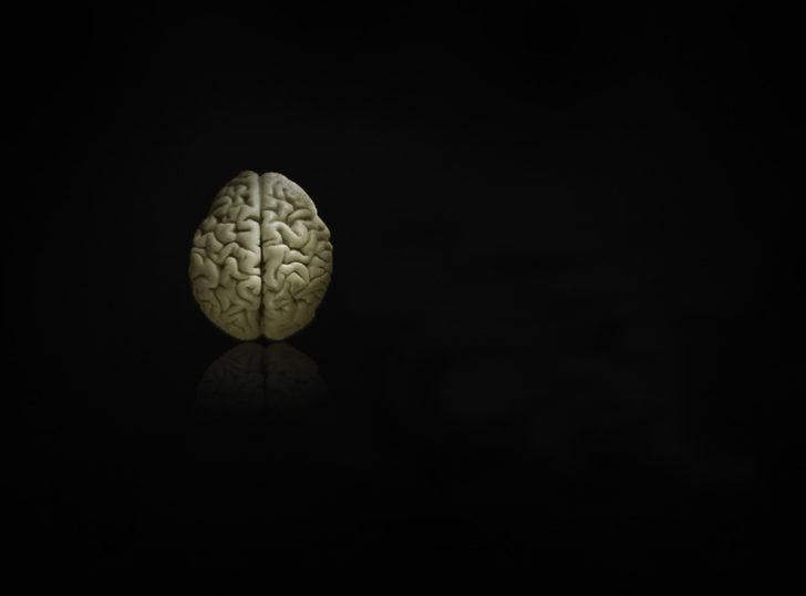 Bilimsel olarak kanıtlandı! Kadınların beyinleri erkeklerden dört yaş daha genç