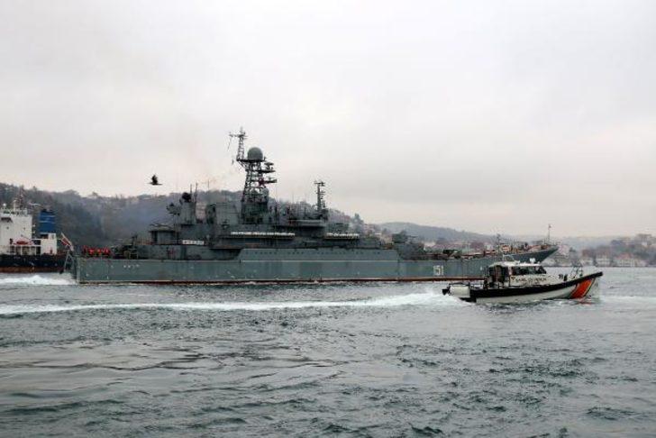 İki Rus savaş gemisi peş peşe İstanbul Boğazı'ndan geçti