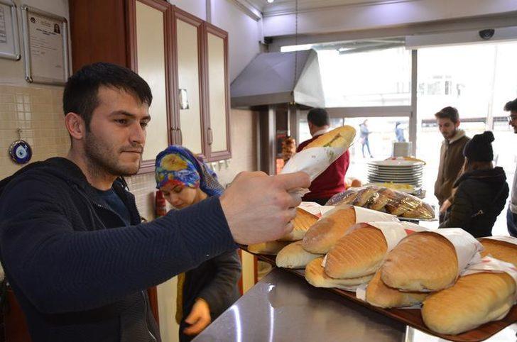 Bu lokantada öğrenciler para ödemiyor