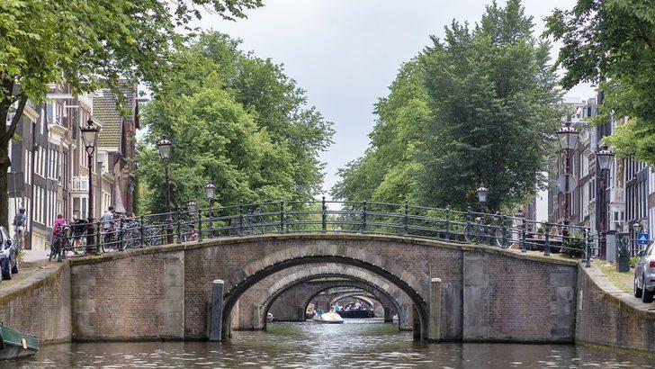 Amsterdam'daki köprü ve rıhtımlar çökme riskine karşı yüz milyonlarca euroya yenilenecek