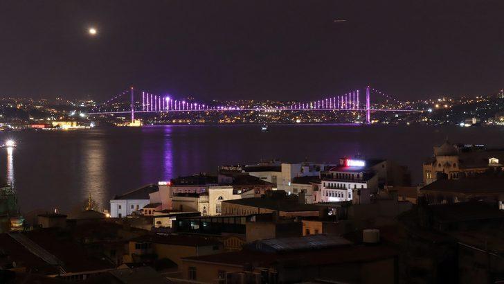 Köprüler epilepsi farkındalığı için mor renge büründü