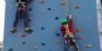 6 yaşındaki çocuk tırmanma parkurundan yere çakıldı!