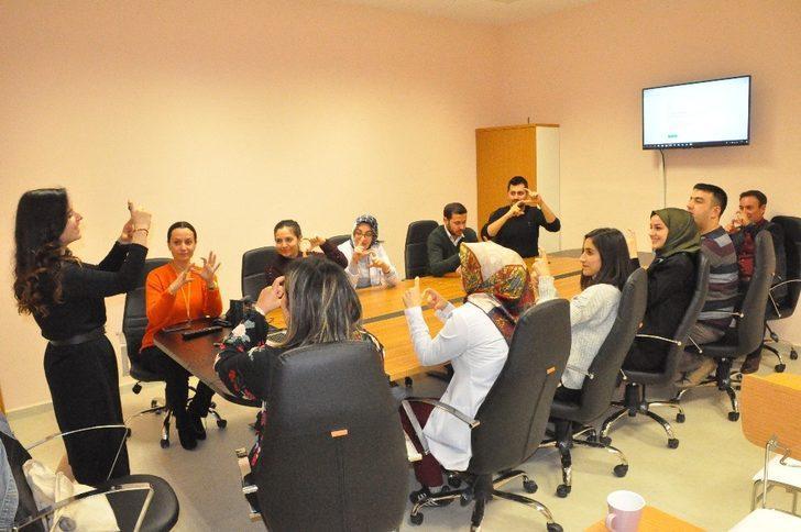 Hastane personeline 'İşaret dili' eğitimi veriliyor
