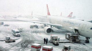 Hava trafiğine kar engeli!