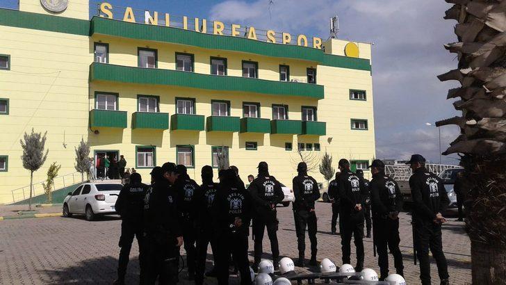Şanlıurfaspor'un tesislerine polis nezaretinde icra memurları dayandı