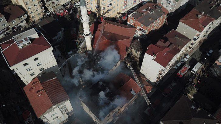 - Pendik'te 4 katlı binanın çatısı yandı