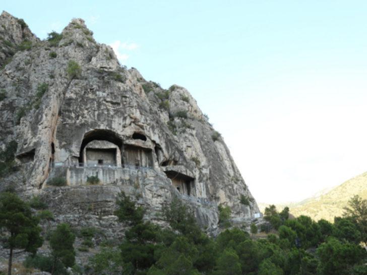 Amasya'da yıllarca tek tek oyulan kayalardan ortaya çıkan ilginç Kral Mezarları