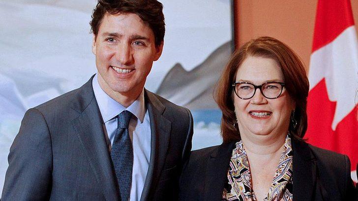 Renkli çorapları onu kurtaramayabilir! Başbakan zorda