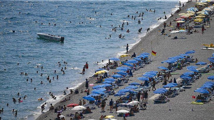 Antalya'da denize girenlere uyarı: Temastan kaçının