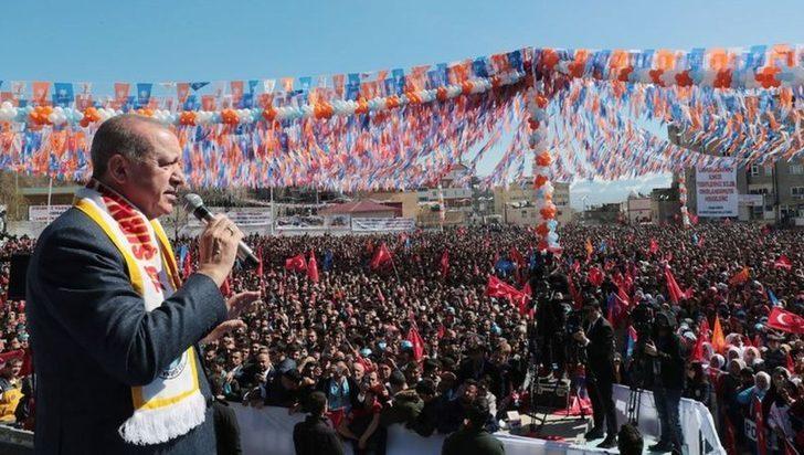 Erdoğan'dan Hakkari mitinginde ezana saygısızlık tepkisi: Arkasında kim var?