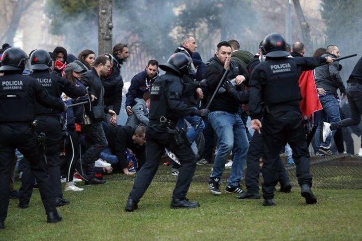 Barcelona - Lyon maçı öncesi taraftarlar birbirine girdi