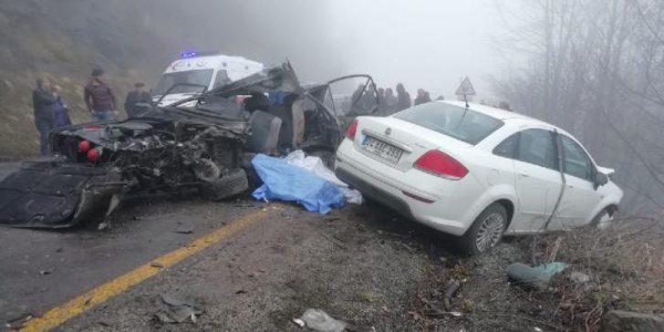 Öğrenci servisiyle otomobil kafa kafaya çarpıştı: Ölü ve yaralılar var