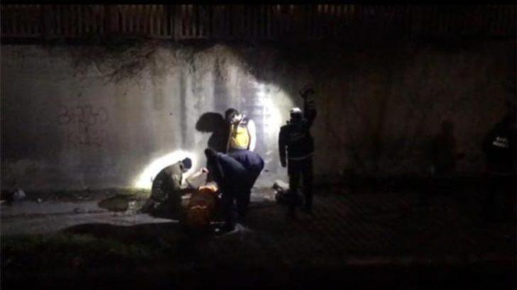 Zeytinburnu'nda korkunç olay! Dövüp dereye attılar