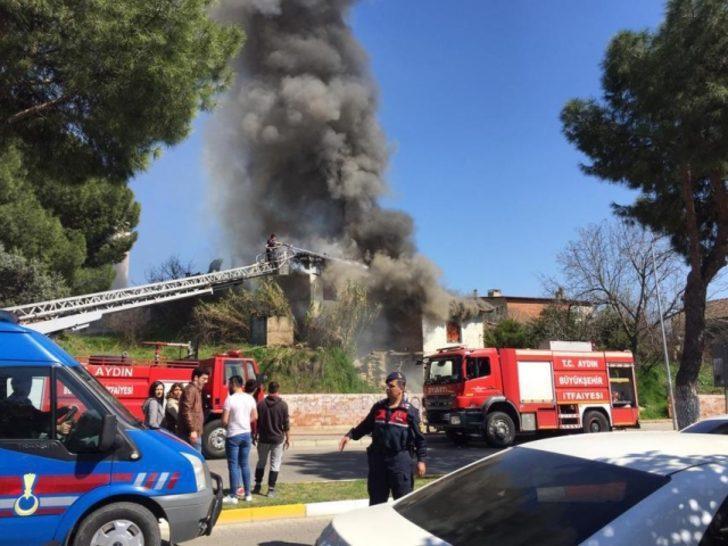 Aydın'da ahşapevde yangın