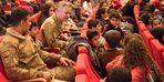 Van'da güvenlik korucularının çocuklarına tiyatro jesti