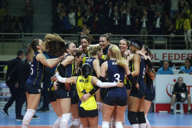 Fenerbahçe Opet, CEV Şampiyonlar Ligi'nde yarı finale çıktı