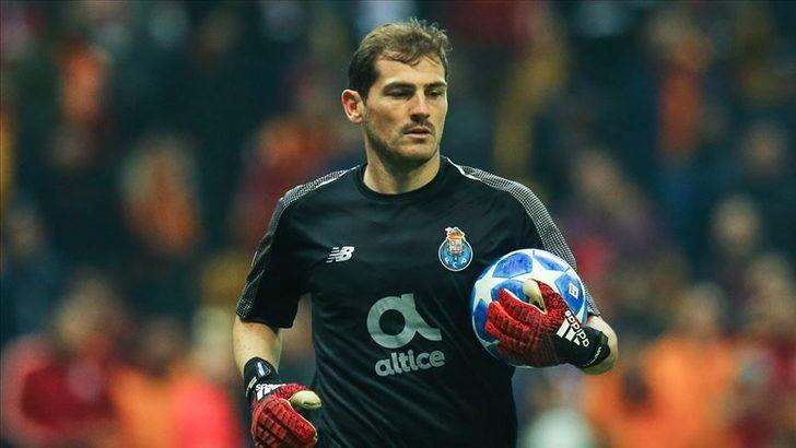 Porto Casillas'ın sözleşmesini uzattı