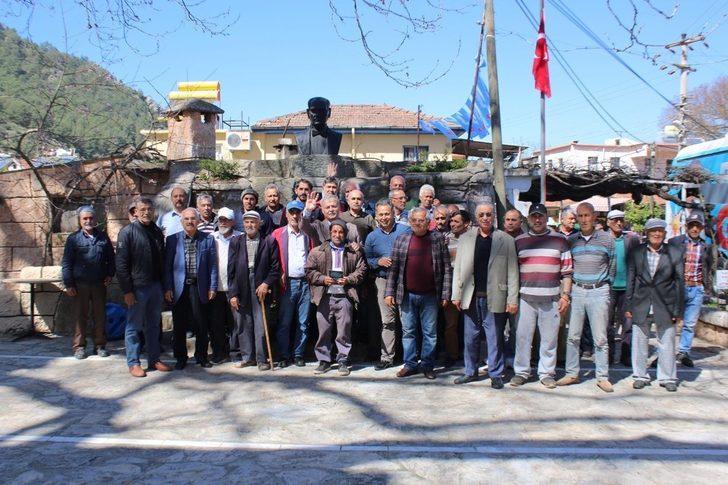 Dr. Mehmet Nil Hıdır hizmet aşkı ile gece gündüz mahalle mahalle geziyor