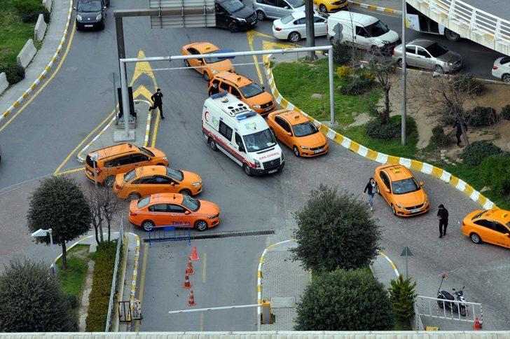 Alman yolcu Atatürk Havalimanı'nda 25 metreden düşerek hayatını kaybetti