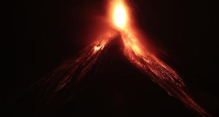 Ülke diken üzerinde! Fuego yanardağı için alarm seviyesi artırıldı