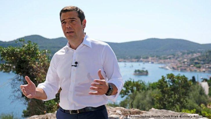 Tsipras: Türk jetleri helikopterimi taciz etti