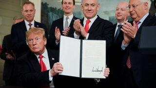 Trump, çok tartışılan kararnameyi imzaladı!