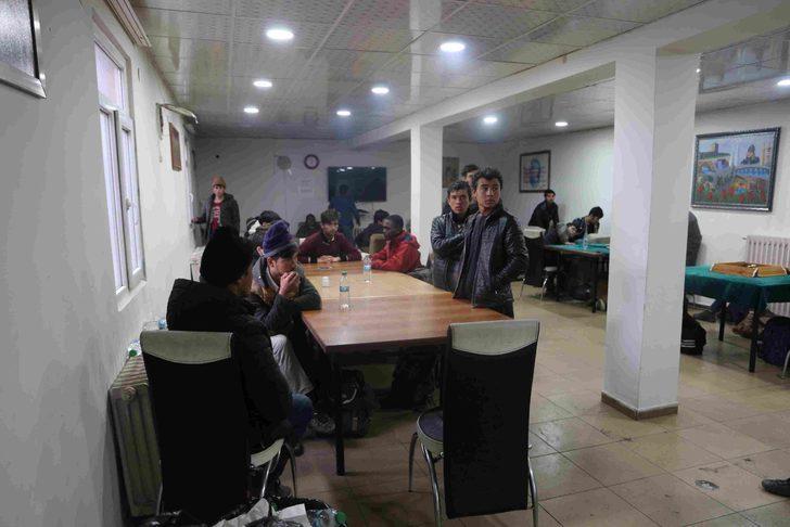 Koltukları sökülen minibüsten 40 kaçak göçmen çıktı