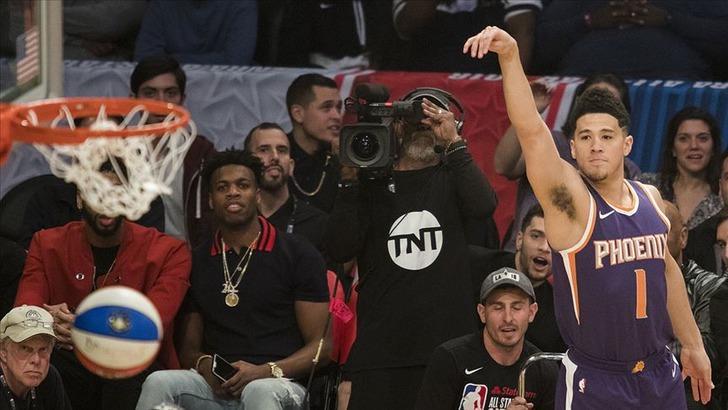 Phoenix Suns'ın 22 yaşındaki oyuncusu Devin Booker tarihe geçti