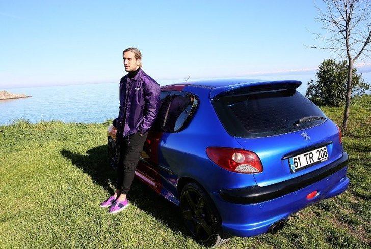 Yusuf Yazıcı arabasını bordo maviye boyadı