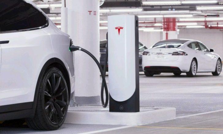 Tesla araçları, birbirlerini şarj edebilecek